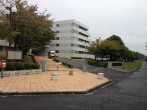 筑波技術大学天久保キャンパス正門の写真。